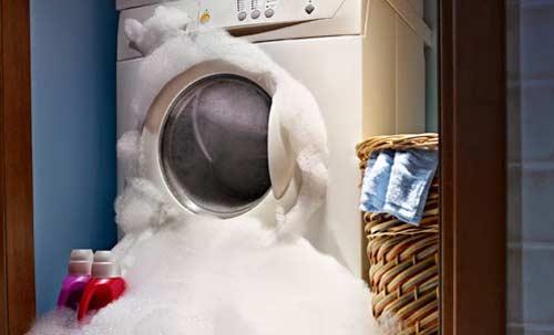 Khi máy giặt bị rò rỉ nước - Nên làm gì?